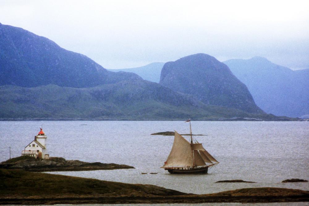 FLYTANDE KULTURMINNE: Hardangerjakta Mathilde er eit flytande kulturminne som formidlar både praktisk seglkunnskap og historia om sjøen som frakt og ferdsleveg på 1800-talet. Foto: Harald Thorseth